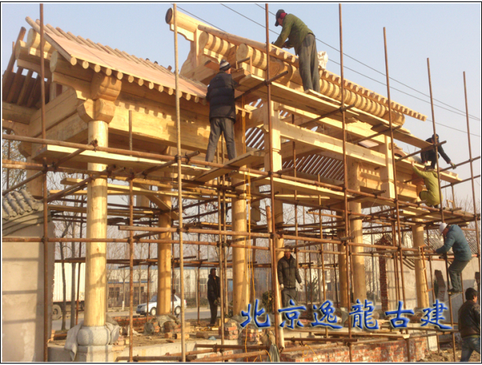 Construction of wooden structures decorated second gate